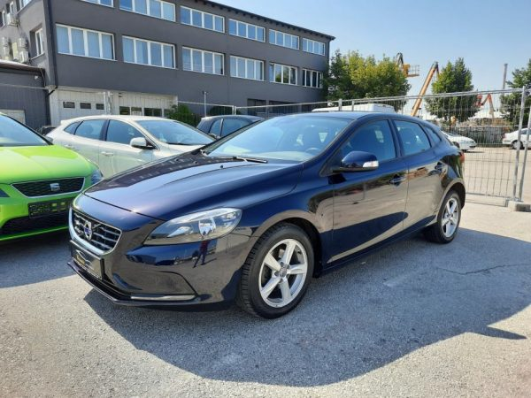 Volvo V40 D2 114 ks, Kinetic Business, Garmin Navi, Alu 16″ Servisna